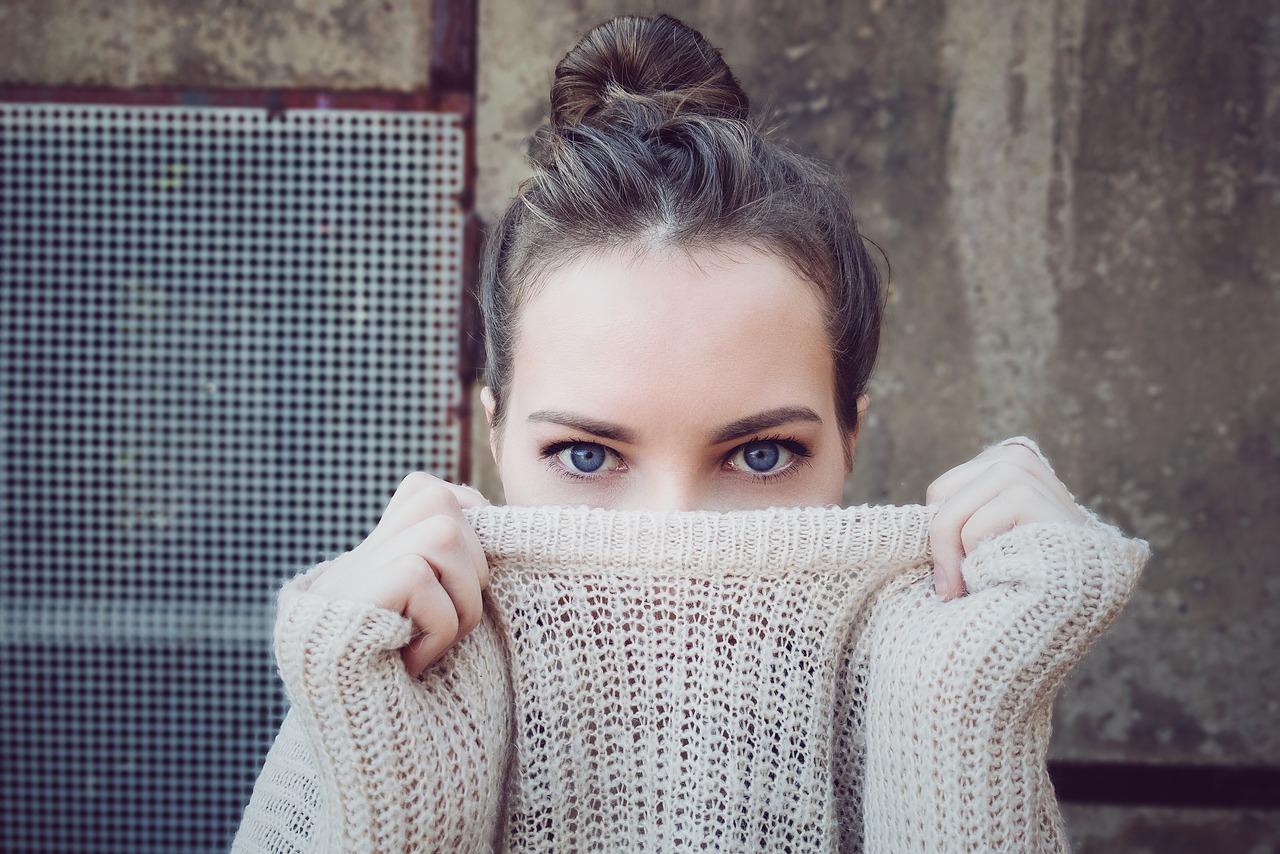Długi sweter – stylizacje dla każdej figury